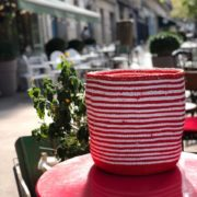 Corbeille Mifuko Sisal KENYA blanche et rouge Medium ASBYAS design Afrique du Sud Paris photo 1