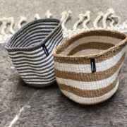 2 Corbeilles Mifuko Sisal KENYA rayée blanche marron ETblache et grise Small ASBYAS design Afrique du Sud Paris photo 1