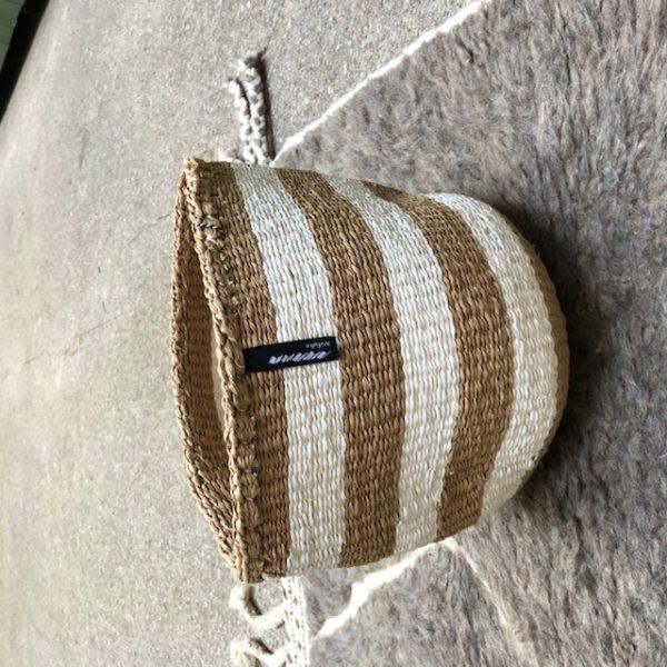 Corbeille Mifuko Sisal KENYA rayée blanche marron Small ASBYAS design Afrique du Sud Paris photo 1
